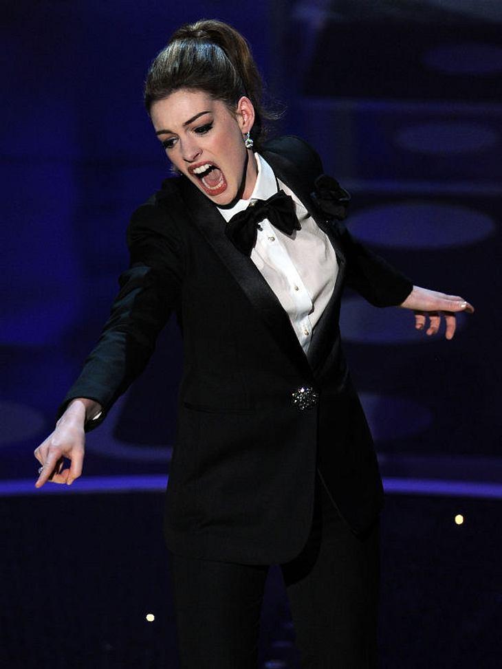 Oscar-Verleihung 2011:Gastgeberin Anne Hathaway begeisterte das Publikum - hier in einem schicken Smoking!