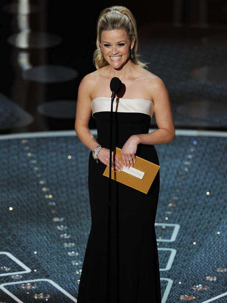 """Oscar-Verleihung 2011:Die wunderschöne Reese Witherspoon überreichte den Oscar in der Kategorie """"Bester Nebendarsteller""""."""