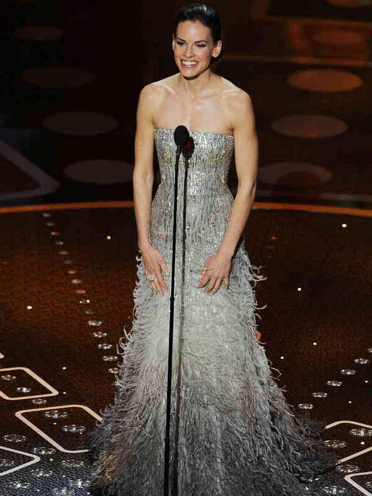 Oscar-Verleihung 2011:In einem wunderschönen Kleid erschien Schauspielerin Hillary Swank auf der Oscar-Bühne, überreichte auch einen Award.