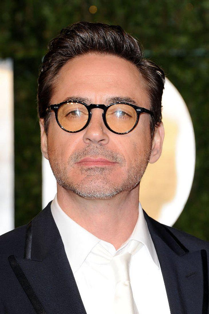 Oscar-Verleihung 2011: Die Partys danachSpielt er den in die Jahre gekommenden Harry Potter? Robert Downey Jr. mit gelblich eingefärbter Nickelbrille. Nicht ganz so sexy, finden wir...