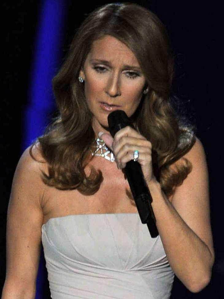 """Oscar-Verleihung 2011:Sängerin Celine Dion sang auf den Oscars den Song """"Smile""""."""