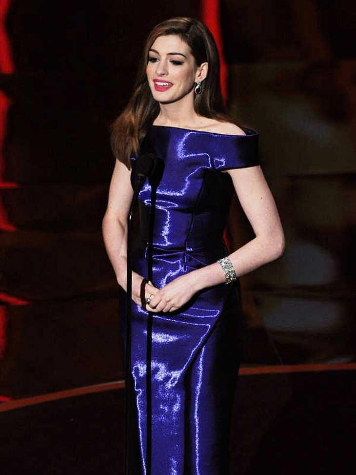 Oscar-Verleihung 2011:Tauschte gefühlte hundert Mal ihr Outfit: Gastgeberin Anne Hathaway.