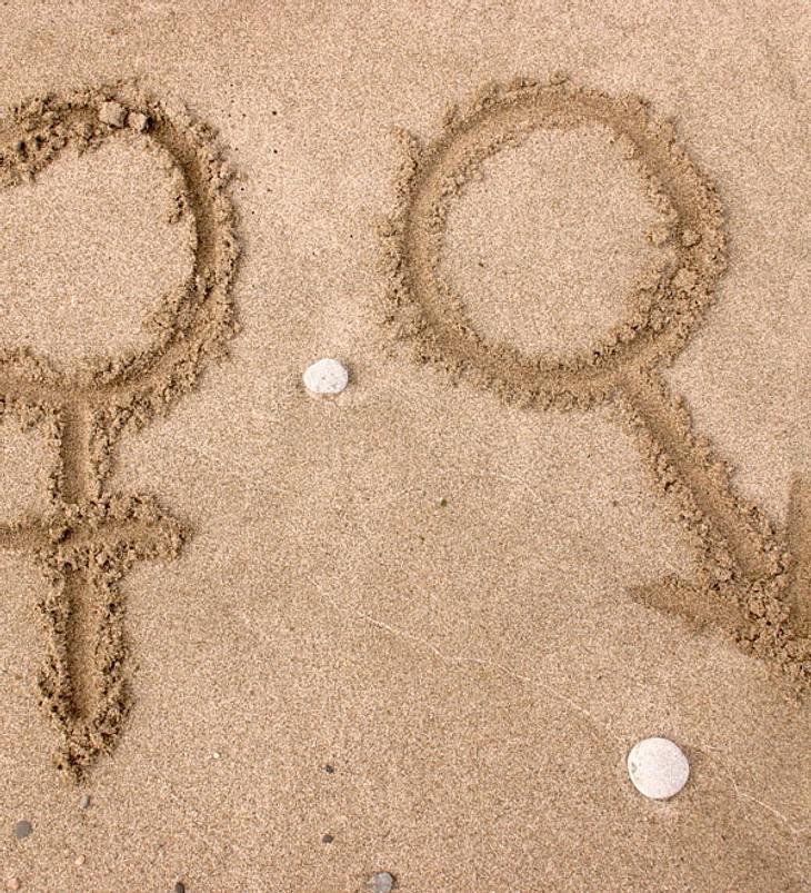 Paar wird nackt und bewusstlos an Strand gefunden!
