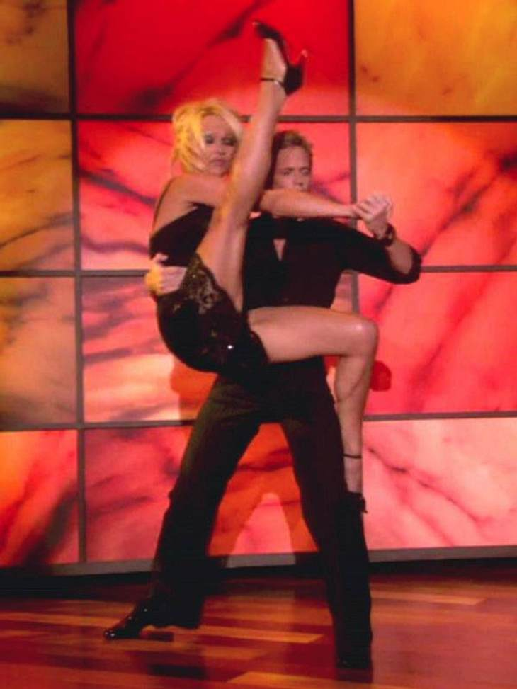 "Dancing with the Stars: Dieses Promis rocken  Pamela Anderson machte bei ""Dancing with the Stars"" vor allem durch atemberaubende Verrenkungen von sich reden. Hier zeigte sie noch einmal bei der ""The Ellen DeGeneres Show"""