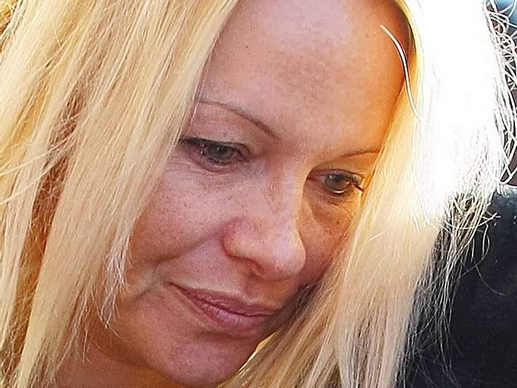Stars ungeschminktWer immer so perfekt aufgestylt aussieht wie  Pamela Anderson, ist ungeschminkt dann oft weniger schön anzuschauen.