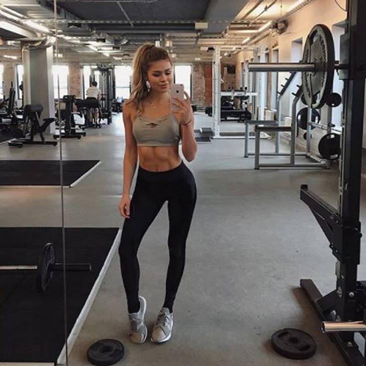 Pamela Reif Selfie