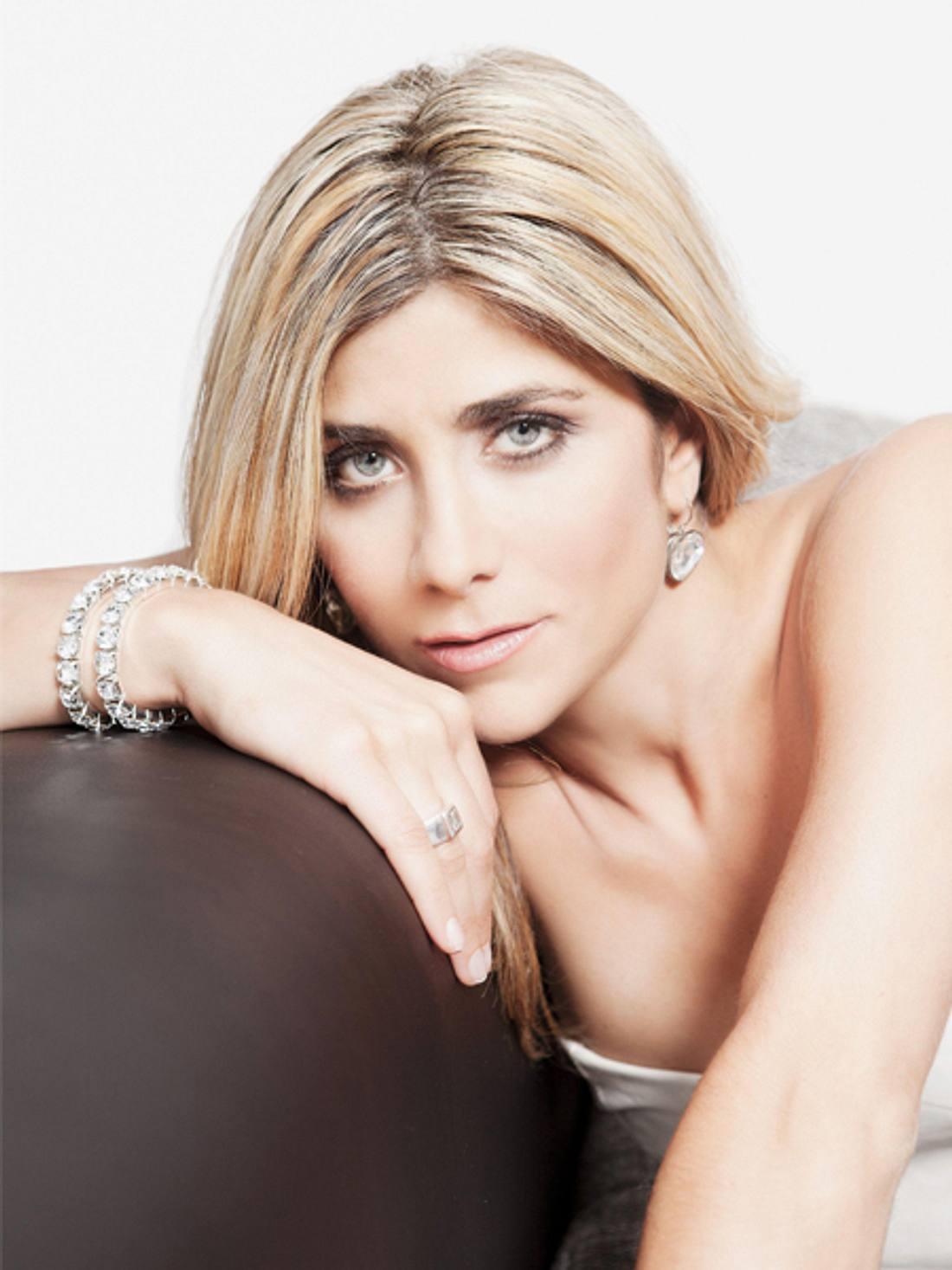 Panagiota Petridou: So schön ist die Autoverkäuferin von