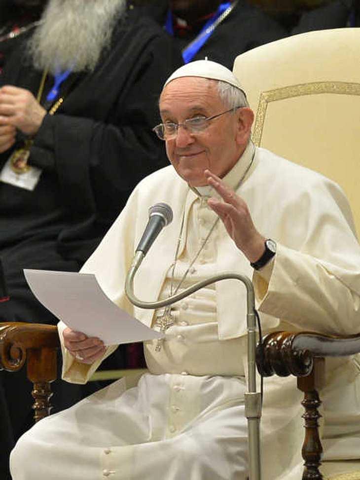 Papst Franziskus billigt Gewalt an Kindern.