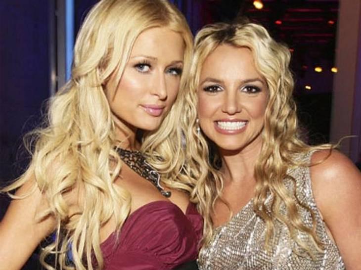 """Die besten Twitter-Bilder der Stars im AugustLange ist's her, dass man Paris Hilton (31) und Britney Spears (30) gemeinsam um die Häuser ziehen sah. Jetzt gab Paris bei Twitter eine kleine Hommage an die gute, alte Zeit. """"Ich liebe die"""