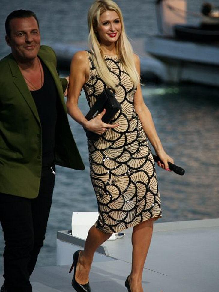 """Cannes 2012Paris Hilton (31) wurde anlässlich der Filmfestspiele in Cannes zur dort stattfindenden Show """"Le Grand Journal"""" eingeladen. Mit dem Mikro bewaffnet, plauderte sie gewohnt ausgelassen drauf los."""
