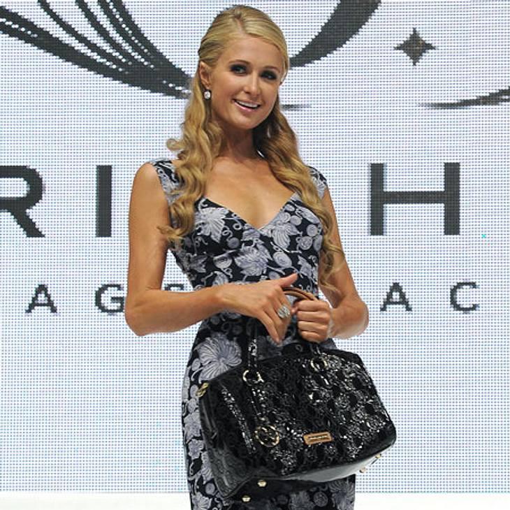 Paris Hilton macht mit ihrer Taschen-Kollektion Karriere in Italien