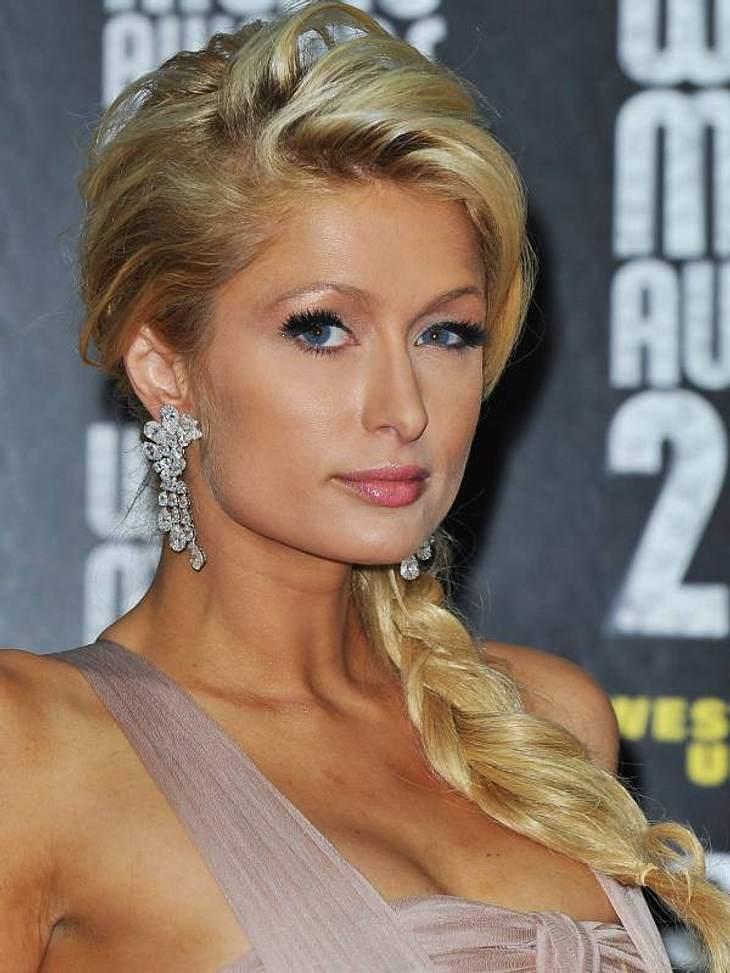 Die Partyfrisuren der StarsEs geht aber auch bedeutend einfacher:  Paris Hilton oder ihr Stylist hat ihre haare am Oberkopf toupiert, einen Seitenscheitel improviesiert und einen losen Pferdeschwanz gebunden. Schnell und sexy.