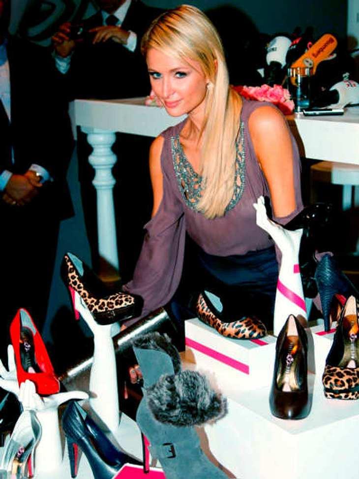 In Istanbul präsentierte Paris Hilton ihre neue Schuhkollektion - auffällig nur, dass sie mit ihren knalligen Sohlen sehr an Louboutin-Schuhe erinnern.