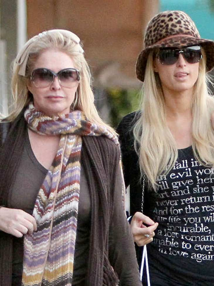 Stars & ihre MütterParis Hilton (31) und Mama Kathy. Schwer zu sagen, wer von den beiden lieber im Rampenlicht steht...