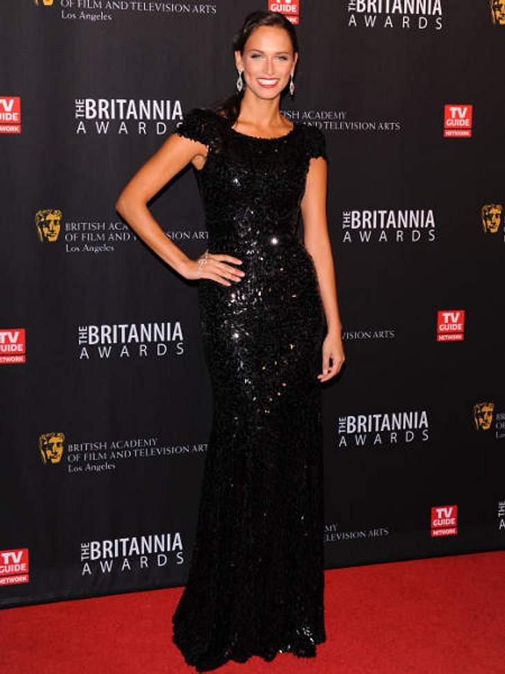 """Die heißen Partykleider der StarsSchauspielerin Asha Leo bei den """"BAFTA  Britannia Awards"""" in einem Traum aus schwarzen Pailletten.Noch mehr schwarze Abendmode >>"""