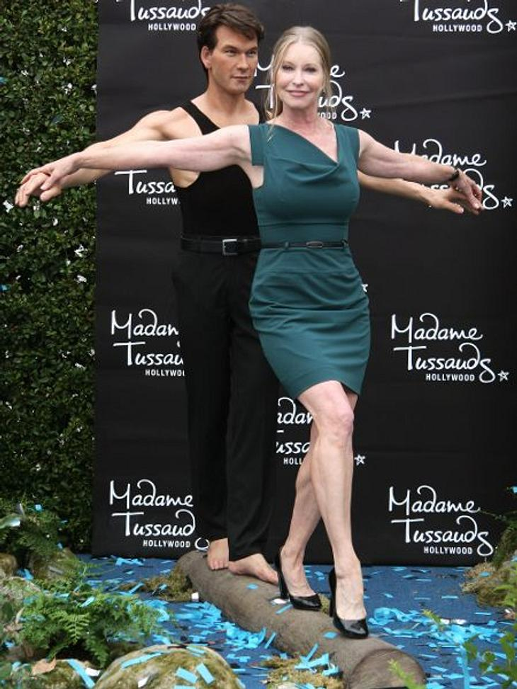 """Posthum bekam auch """"Dirty Dancing""""-Star Patrick Swayze († 57) sein Ebenbild aus Wachs. Bei """"Madame Tussauds"""" wurde gleich eine ganze Szene mit ihm aus dem Film nachgestellt. Hier ballanciert seine Witwe Lisa Niemi (55) m"""