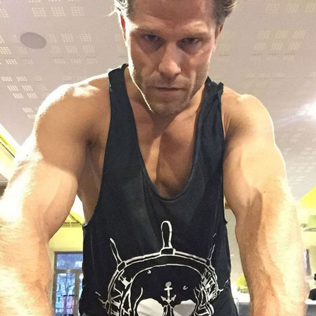 Gut trainiert: Ex-Bachelor Paul Janke zeigt seine Muckis
