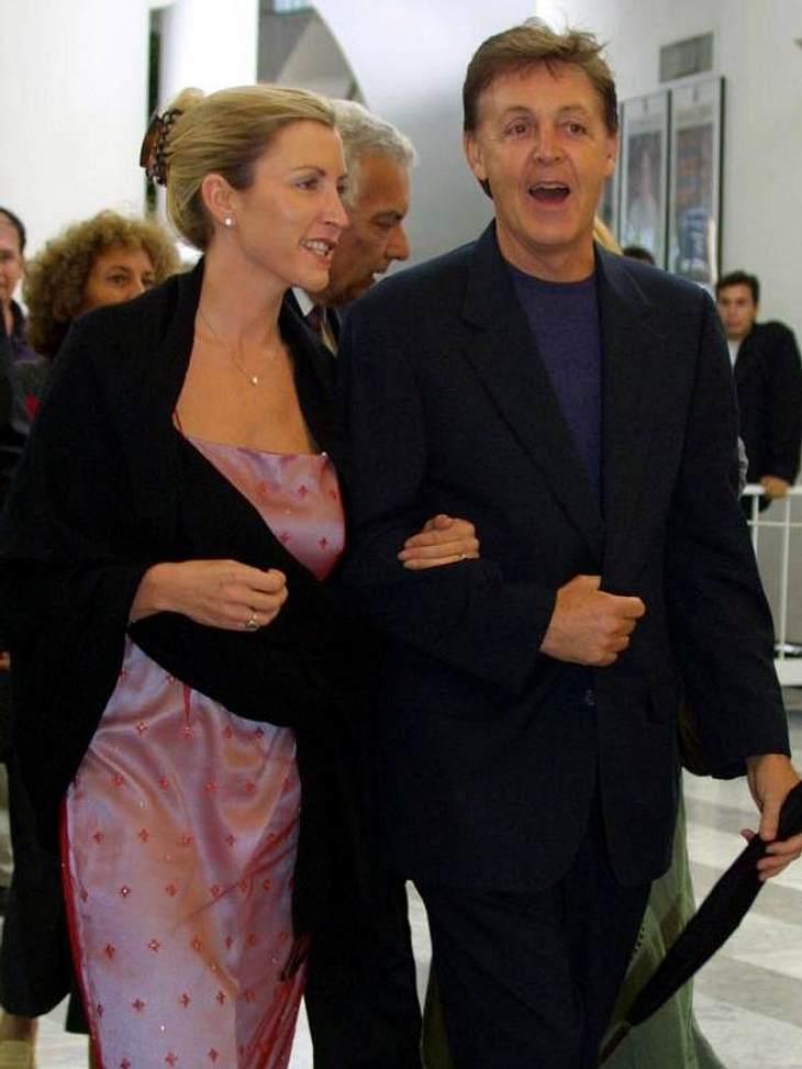 Paul McCartney und Heather Mills konnten ihre Mitstreiter aus Hollywood aber locker abhängen. Für rund 3 Millionen US-Dollar gaben die zwei sich ihr Ja-Wort. Blöd ist es nur, dass ihre Ehe dadurch trotzdem nicht hielt.