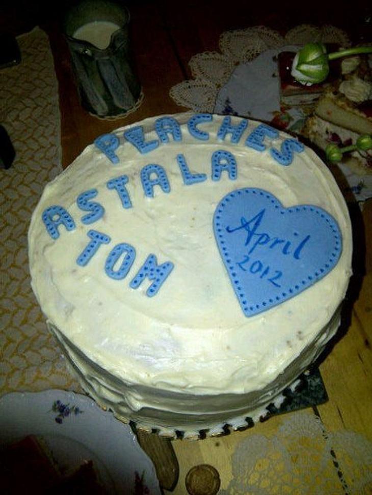 Stars ♥ Torte!Zur Babyshower haben sich die Freunde von Peaches Geldof (23) wohl etwas ganz besonderes einfallen lassen: Eine Torte! Scheint ein Junge zu werden.