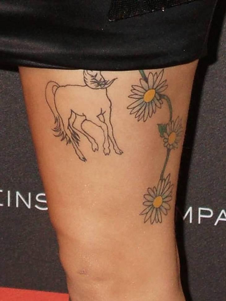 Tattoos: Diese Star-Bilder gehen unter die HautAuch das Pferd und die Magariten-Ranke gehören zu diesem Tattoo-Fan.