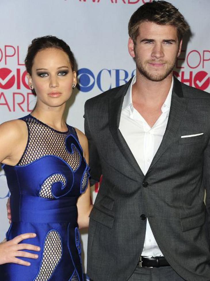 """""""People's Choice Awards"""" 2012Jennifer Lawrence (21, """"X-Men"""") posiert zusammen mit Miley Cyrus' (19) Freund Liam Hemsworth (21, """"Mit Dir an meiner Seite"""")"""