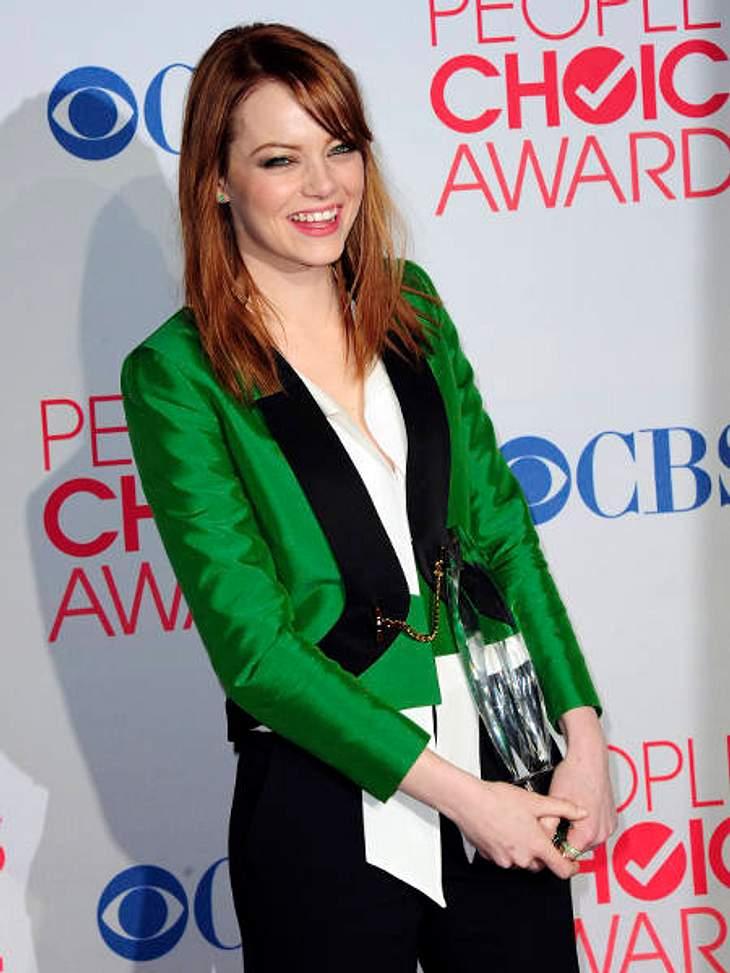"""""""People's Choice Awards"""" 2012Emma Stone (23 """"Crazy, Stupid, Love"""") posiert mit ihrem Award als beliebteste Film-Schauspielerin."""