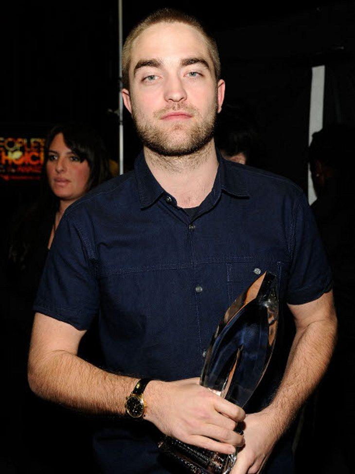 """Ängste der StarsEin Cowboy wird aus Robert Pattinson (25) in diesem Leben garantiert nicht mehr! Denn der """"Twilight""""-Star fürchtet sich vor Pferden. Tja, Pech für ihn, dass er ausgerechnet in seinem Streifen """"Wasser für die E"""