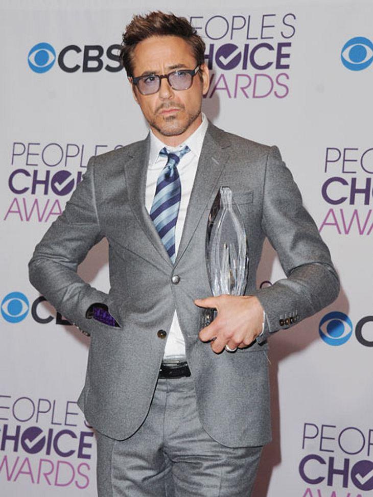 """""""People's Choice Awards"""" 2013In der Sparte """"Bester Schauspieler"""" konnte sich Robert Downey Jr. (47) gegen große Namen wie Johnny Depp (49) und Will Smith (44) durchsetzen. Respekt!"""
