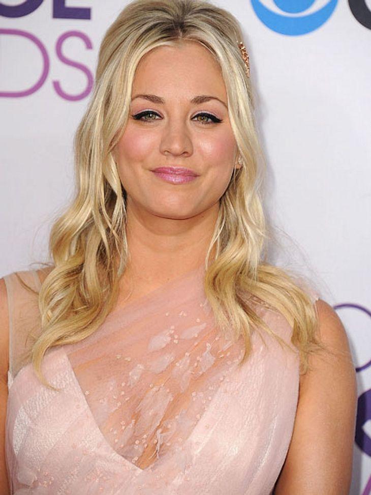"""""""People's Choice Awards"""" 2013Moderatorin Kaley Cuoco (27), bekannt aus """"The Big Bang Theory"""", eröffnete das Event, in dem die Fans Kontrolle darüber haben, wer gewinnt."""