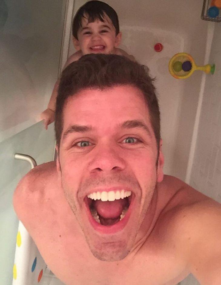 Perez Hilton duscht mit seinem Sohn