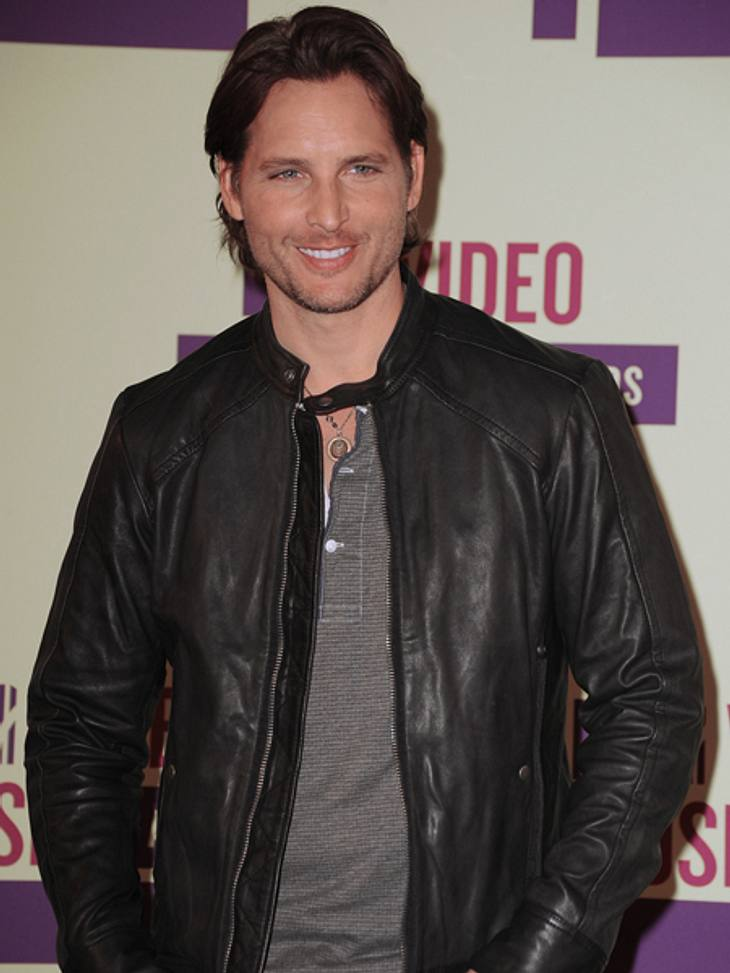 """Der Style der VMA 2012: Tops & FlopsIhr """"Twilight""""-Kollege Peter Facinelli (38) kam lässig in schwarzer Lederjacke und sah umwerfend aus. Fazit: TOP"""