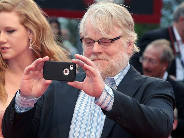 Die 69. Internationalen Filmfestspiele von Venedig... eines charismatischen Sektenführers, gespielt von Philip Seymour Hoffman (45). Der hielt die Eindrücke vom roten Teppich mit seinem Smartphone fest.