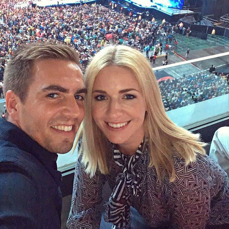 Philipp Lahm twittert Pärchenbild mit Ehefrau Claudia