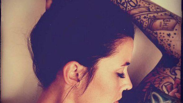 Pia Tillmann hat wieder dunkle Haare - Foto: Facebook / Pia Tillmann