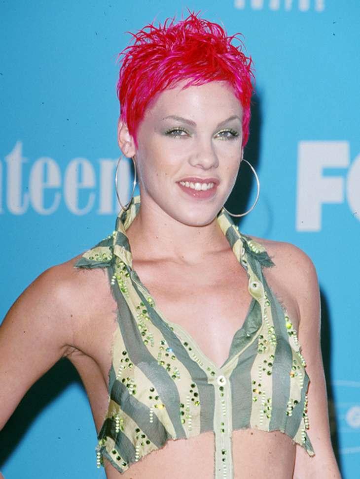 Frisuren-Chamäleon Pink - Die schrägsten Looks... knallig waren ihre Haare vor gut zehn Jahren.