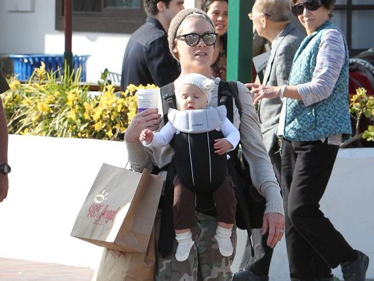 """Wer ist die beste Mutter Hollywoods?Die BekehrteFür ihre Tochter Willow (1) hat Pink (32) ihr Leben total umgekrempelt: Anstatt wilder Partys stehen nun Radtouren auf dem Programm! """"Ich möchte eine gute Mutter sein. Mein Mädchen soll s"""