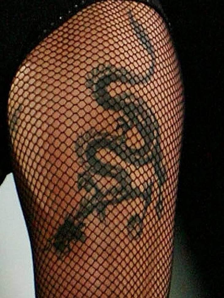 Tattoos: Diese Star-Bilder gehen unter die HautEin Drachen auf dem Oberschenkel als Tattoo?