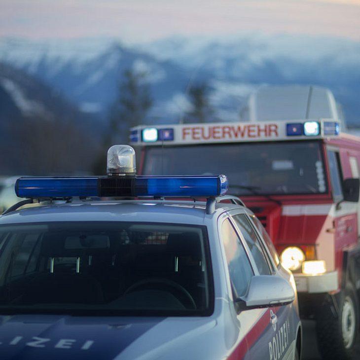 Mann (27) baut schweren Unfall – Mädchen (16) tot!