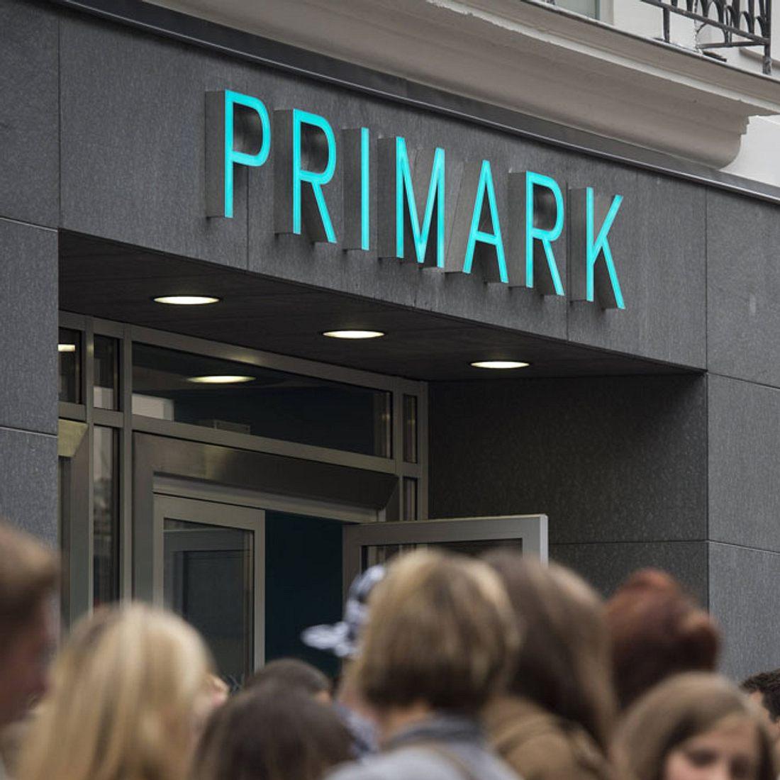 Mode-Fans flippen aus: Bei Primark gibt es jetzt eine echte Designertasche für 3 Euro!