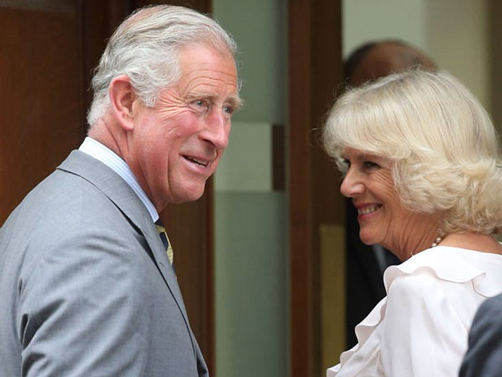 Prinz Charles und Camilla besuchen ihr Enkelkind