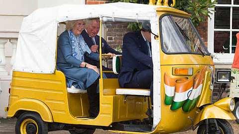 Prinz Charles & Camilla: Lustige Spritztour im indischen Tuk Tuk - Foto: gettyimages