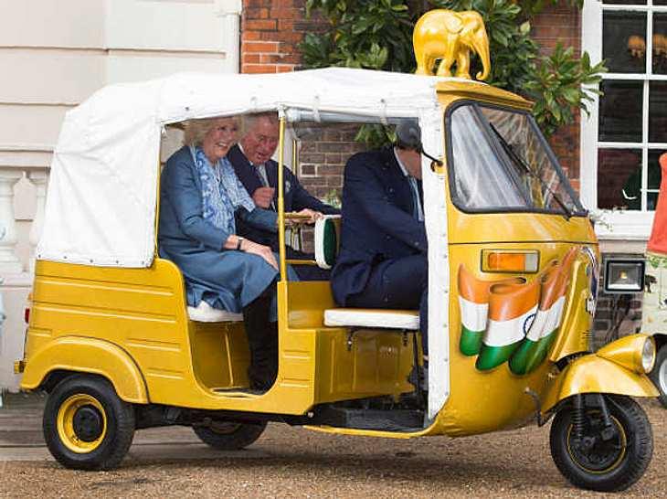 Prinz Charles & Camilla: Lustige Spritztour im indischen Tuk Tuk