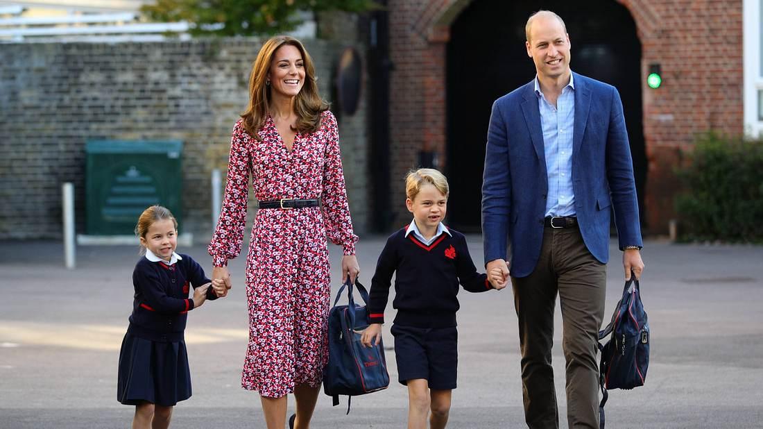 Prinz George mit seinen Eltern Kate und William und Schwester