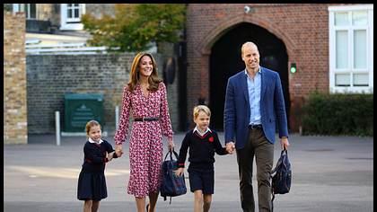 Prinz George mit seinen Eltern Kate und William und Schwester - Foto: Imago