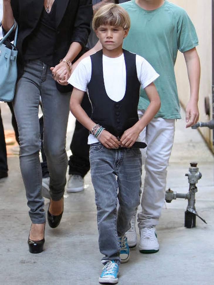 Die stylishen Promi-KinderDie Kinder der Beckhams gelten als die am besten erzogenen Kinder unter den Promi-Kids. Romeo (9) und Brooklyn (13) sind dazu noch ganz schön stylish. Romeo ziemlich cool in Weste und trendy Armbändern.