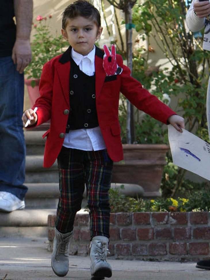 Die stylishen Promi-KinderRotes Jacket, skinny Carohose, coole Boots: Kingston Rossdale ist nicht die Sorte Kind, die sich mit Comic-Shirts in Bonbon-Farben zufrieden gibt.