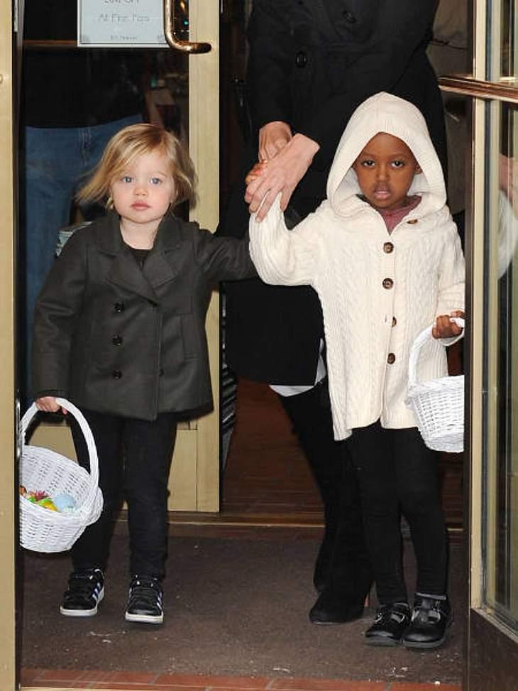 Die stylishen Promi-KinderDie Jolie-Pitt-Geschwister Shiloh (5) und Zahara (6) ganz goldig im schicken Shopping-Outfit.