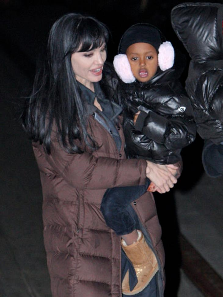 Die stylishen Promi-KinderDie Kinder von Angelina Jolie (36) gelten als besonders verwöhnt, weil sie machen können, was sie wollen. Auch ihre Klamotten dürfen sie selbst aussuchen. Adoptivkind Zahara (6)hat sich hier für coole, riesige Ohre