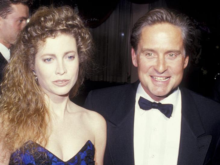Die teuersten Promi-Scheidungen: Platz 12Michael Douglas war lange glücklich mit seiner Frau Diandra Douglas. Sie heirateten, obwohl sie sich nur sechs Wochen kannten und waren dann 21 Jahre lang verheiratet. Sie haben einen gemeinsamen Soh