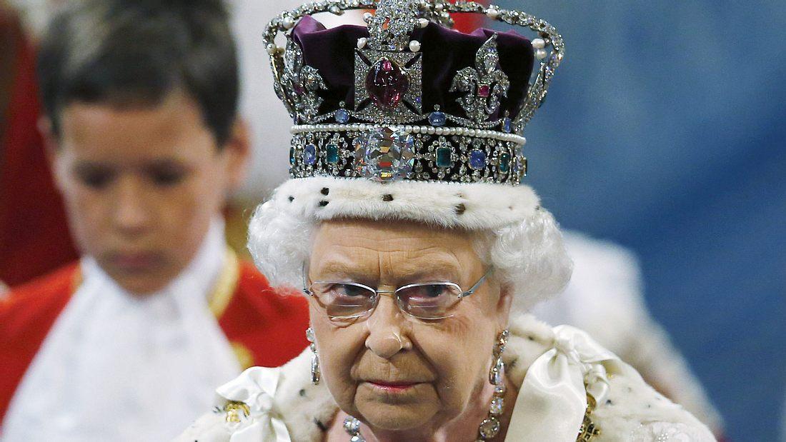 Queen Elizabeth II.: Sie tritt von ihrem Amt zurück!